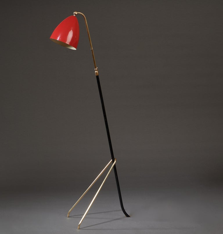 Angelo Lelii for Arredoluce Extendable Height Floor Lamp in Brass, Red Lacquer In Good Condition For Sale In New York, NY
