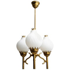 Angelo Lelli Midcentury Brass and Opaline Glass Chandelier for Arredoluce, 1950s