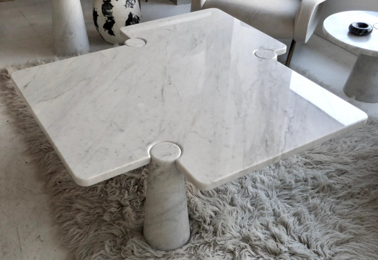 Angelo Mangiarotti manufactured by Skipper, circa 1970. Model 'Freccia' from the Eros Collection, white Carrara marble. This is a rare table. The asymmetrical design is outstanding and unique to Angelo Mangiarotti use of architecture in all his Eros