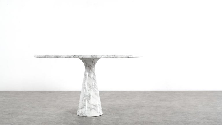 Important and beautiful M1 marble dining table by Angelo Mangiarotti, in perfect condition! Made by Skipper, Italy.  Measures: Ø 127.50cm / 71cm high - one of the greatest tables ever made!  Publications: Catalogue of the Exhibition of Angelo