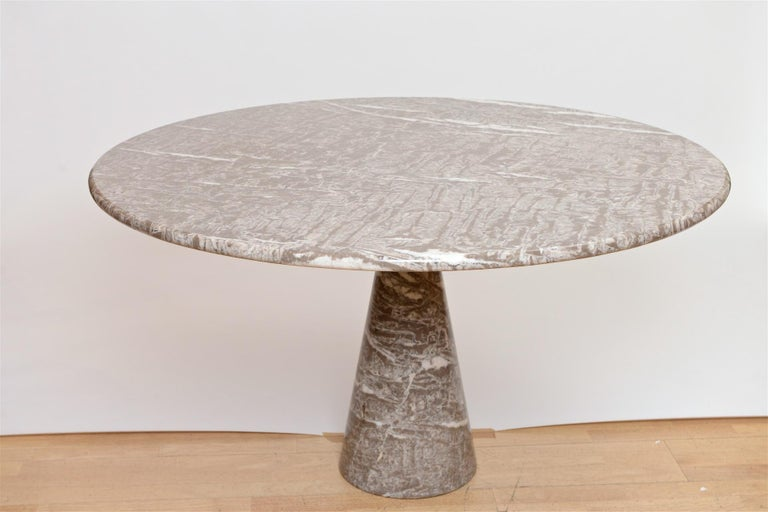 Angelo Mangiarotti marble table by Skipper In Good Condition For Sale In London, GB