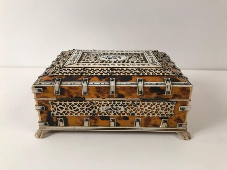 Anglo Indian Bone and Tortoise Shell Box In Good Condition For Sale In Stamford, CT