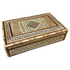 Anglo-Indische Box mit Perlmutt-Intarsie