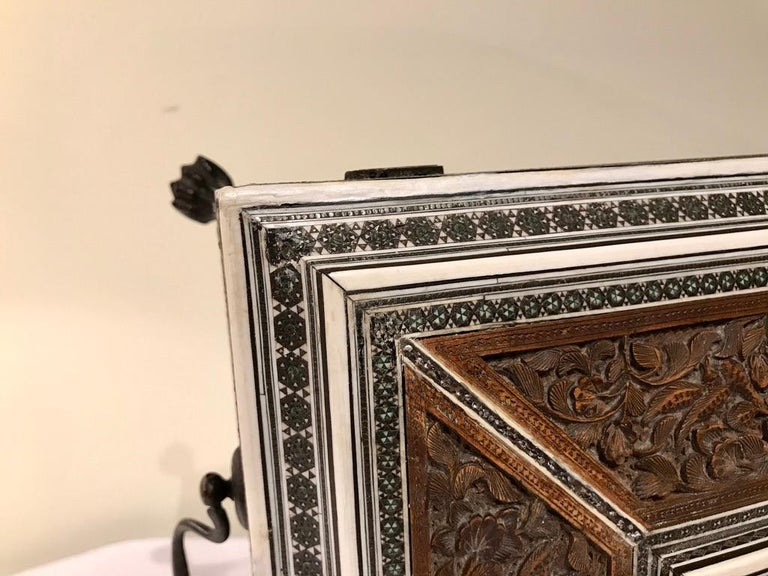 Anglo-Indian Carved Sandalwood and Bone Sadeli Inlaid Box For Sale 9