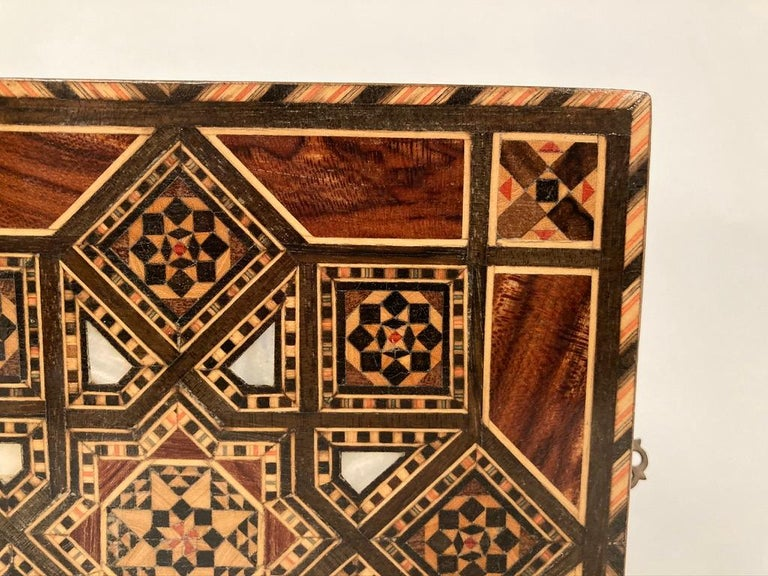 Anglo-Indian Mother of Pearl, Rosewood and Ebony Inlaid Box For Sale 7