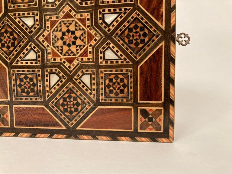 Anglo-Indian Mother of Pearl, Rosewood and Ebony Inlaid Box For Sale 10