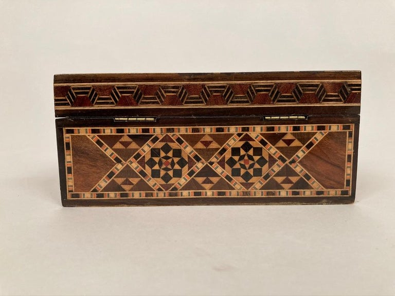 Anglo-Indian Mother of Pearl, Rosewood and Ebony Inlaid Box For Sale 12