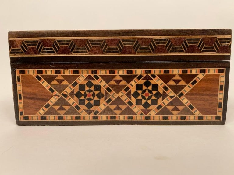 Anglo-Indian Mother of Pearl, Rosewood and Ebony Inlaid Box For Sale 13
