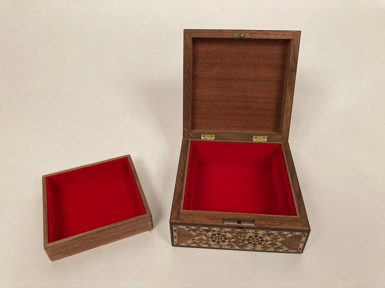 Anglo-Indian Mother of Pearl, Rosewood and Ebony Inlaid Box For Sale 14