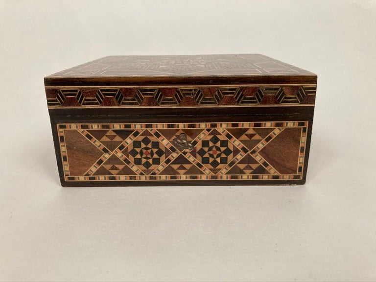 20th Century Anglo-Indian Mother of Pearl, Rosewood and Ebony Inlaid Box For Sale