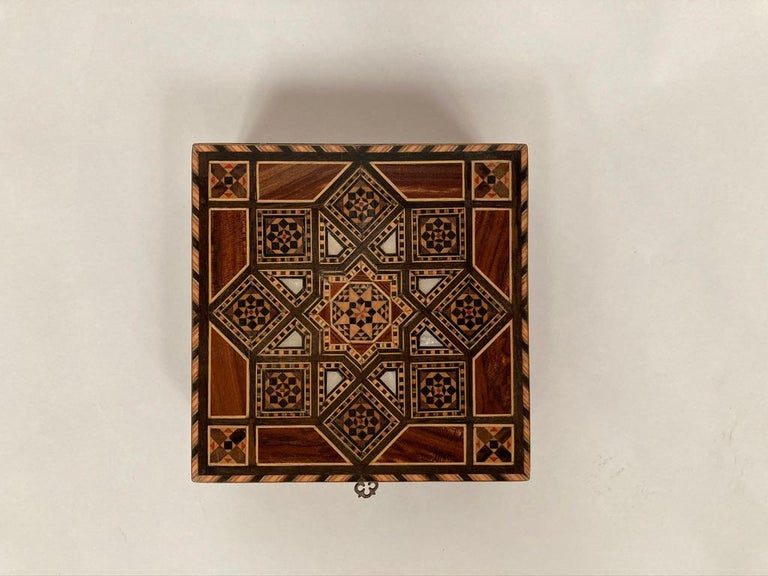 Anglo-Indian Mother of Pearl, Rosewood and Ebony Inlaid Box For Sale 1