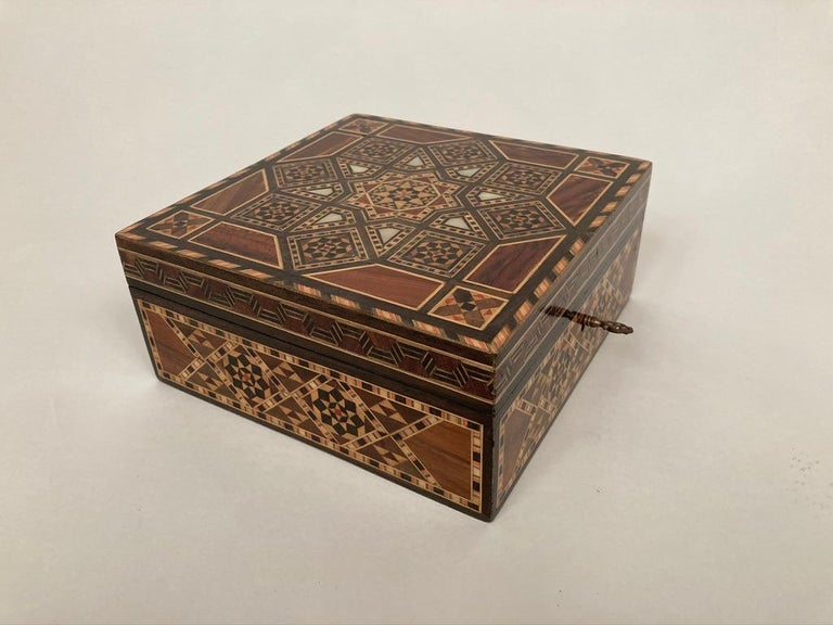 Anglo-Indian Mother of Pearl, Rosewood and Ebony Inlaid Box For Sale 2