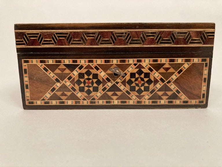 Anglo-Indian Mother of Pearl, Rosewood and Ebony Inlaid Box For Sale 3