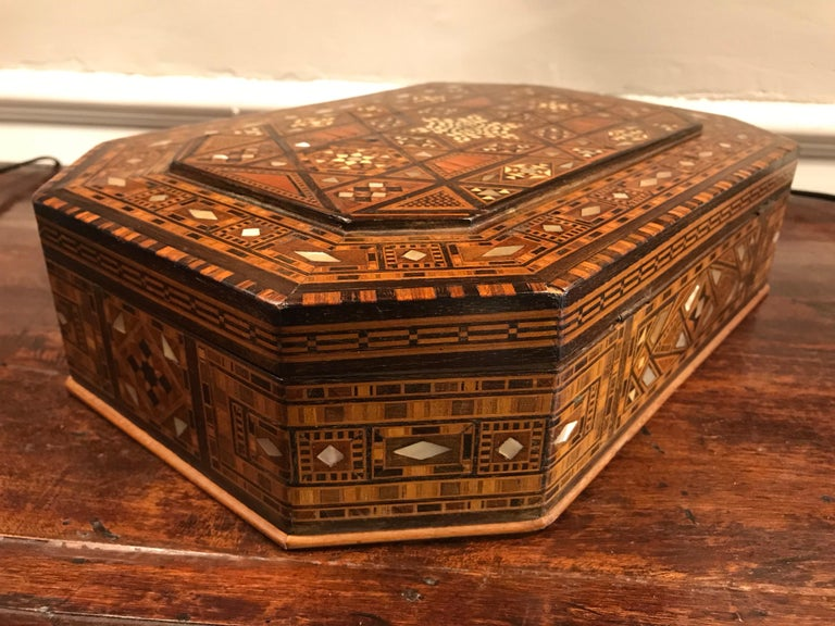 Moroccan Rosewood and Mother of Pearl Inlaid Box For Sale 1