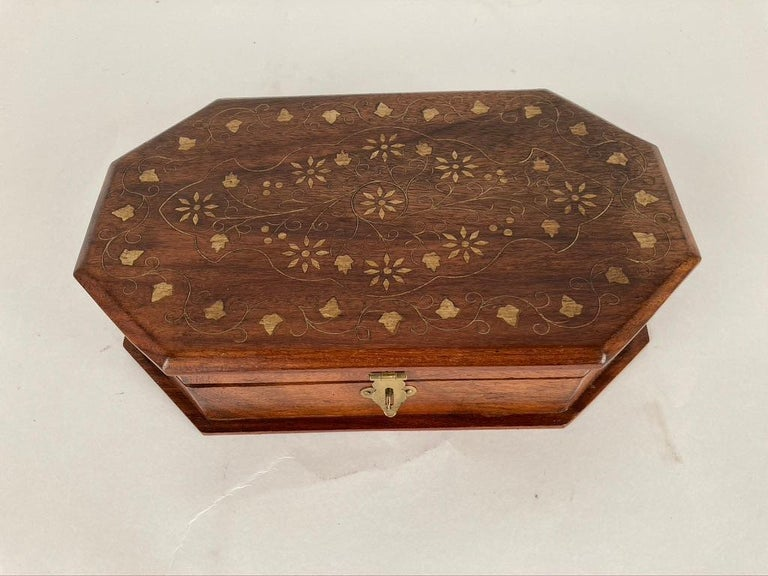 Anglo-Indian Rosewood Box with Brass Inlay For Sale 4