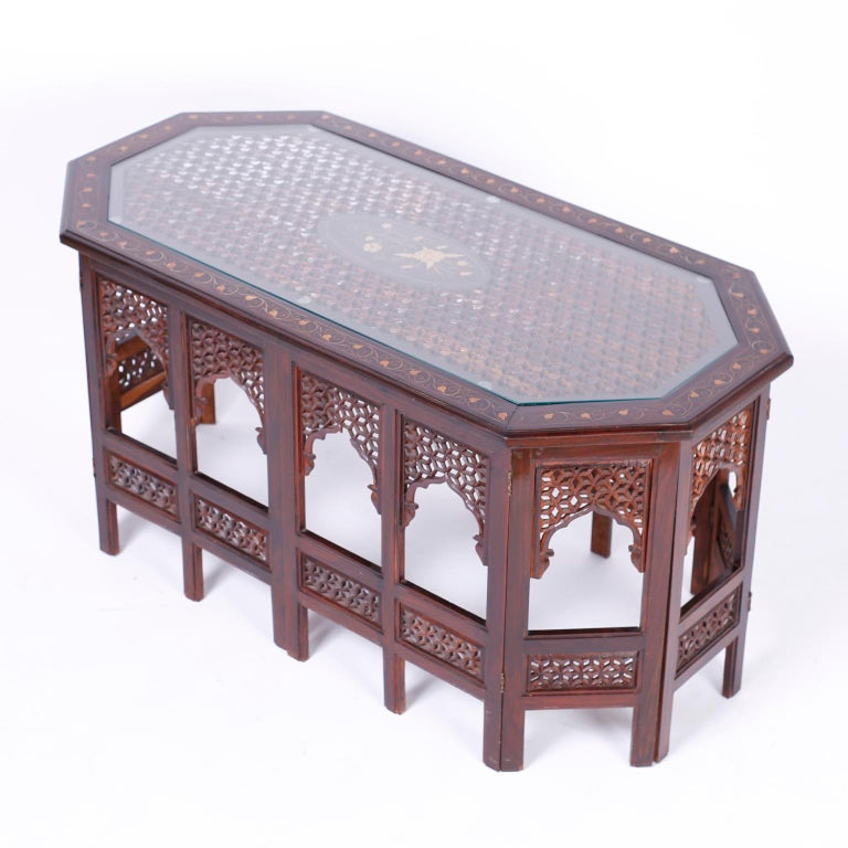 Anglo Indian Rosewood Coffee Table In Good Condition For Sale In Palm Beach, FL