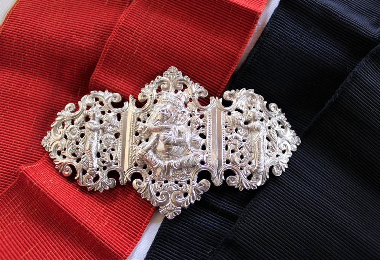 Anglo-Indian Silver Belt Buckle with Red and Black Belts In Good Condition For Sale In Hamilton, Ontario