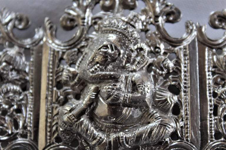 Anglo-Indian Silver Belt Buckle with Red and Black Belts For Sale 1