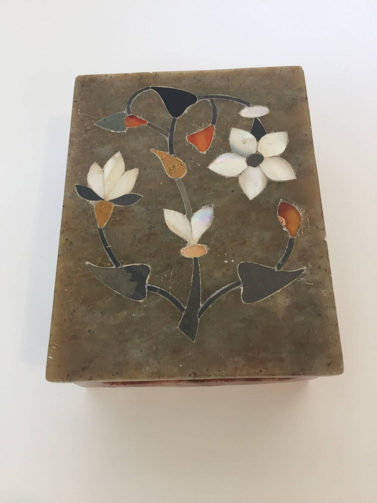 Anglo Raj inlaid marble pietra dura with lid. Handmade marble decorative box is inlaid with semi precious stones, jasper, carnelian for orange. It is the same craft that you see in the Taj Mahal. Very nice fine pietra dura art work. Box is: 4