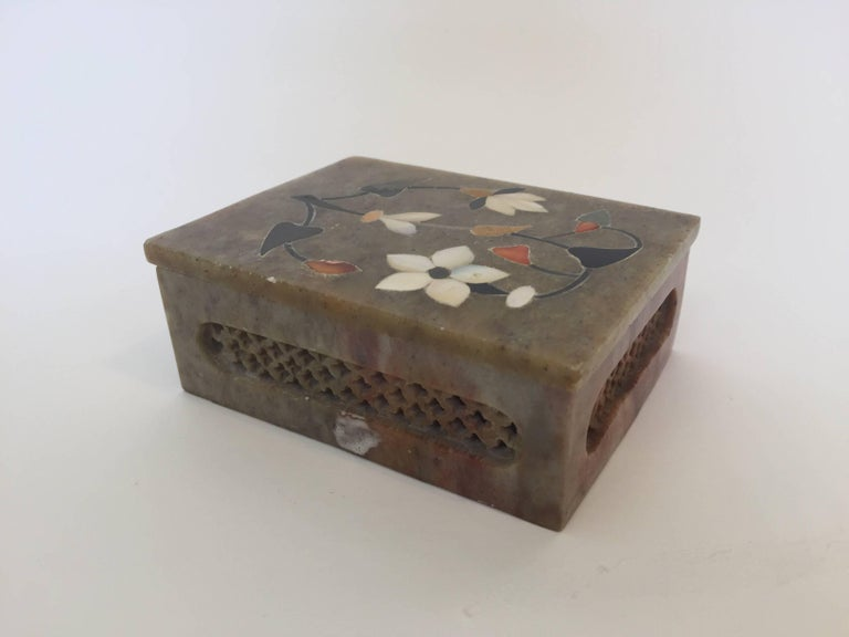 Anglo-Raj Marble Inlay Box Pietra Dura Censor For Sale 3