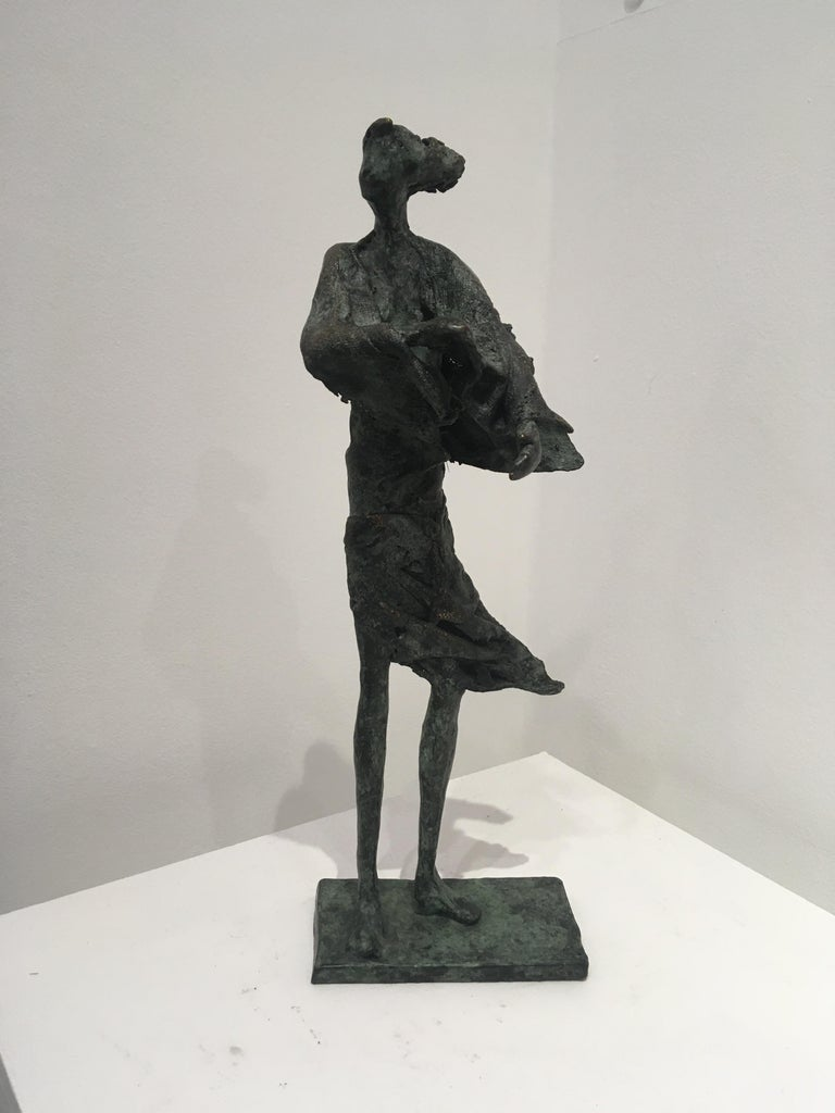 In de wind - contemporary standing female figure wind unique bronze sculpture  - Sculpture by Anke Birnie
