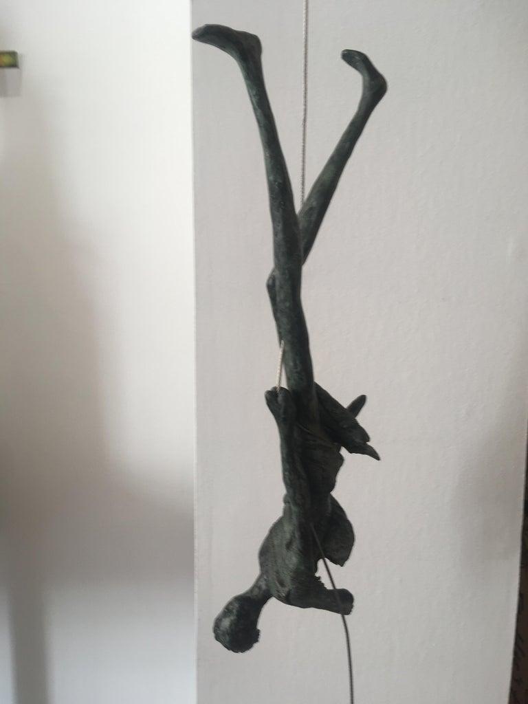 Upside Down n.4087 - unique hanging bronze sculpture female human motion acrobat For Sale 2