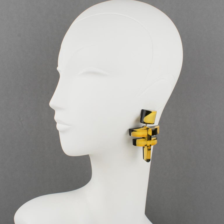 Lovely Anne and Frank Vigneri Lucite dangling clip-on earrings. Carved dimensional geometric shape with black Lucite background topped with yellow-white gum-drops inclusions embedded in yellow apple juice Lucite. No visible signature. Measurements: