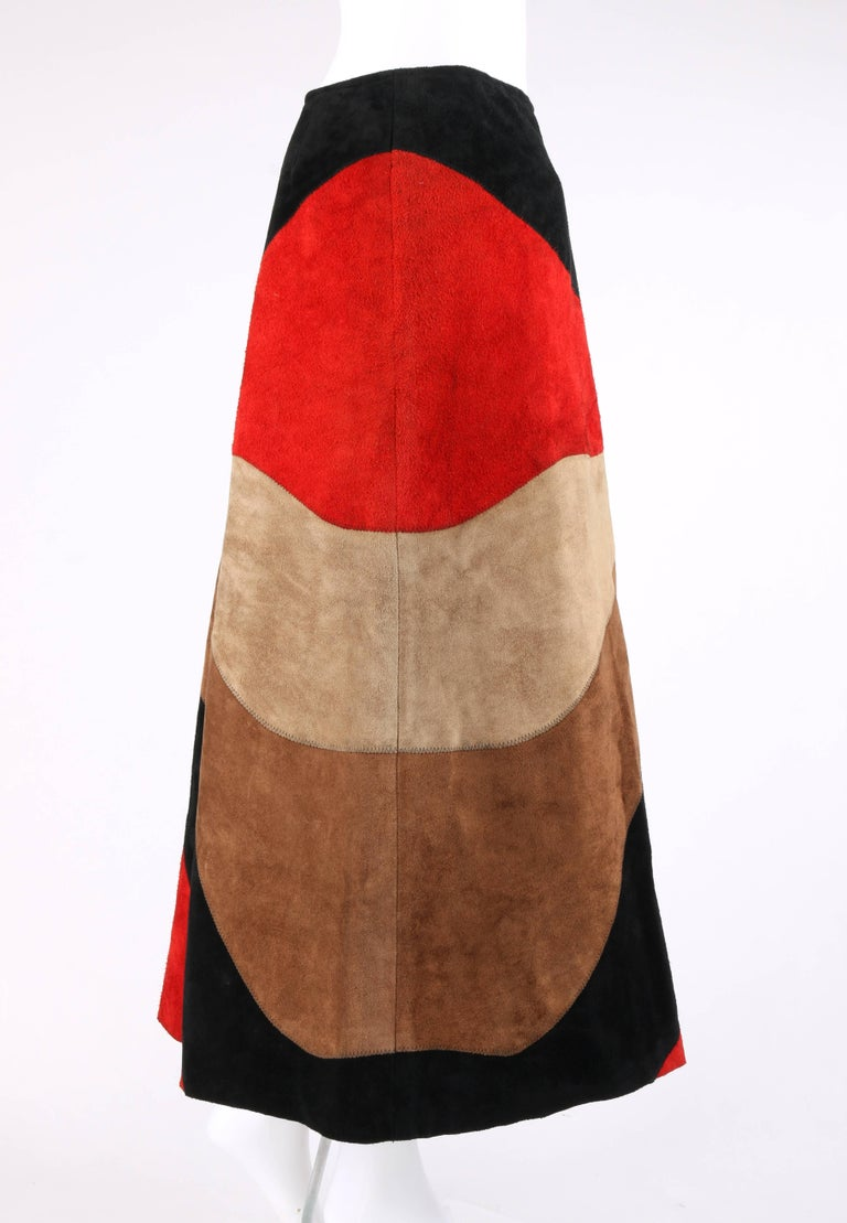 ANNE KLEIN c.1970's Red Black Brown Colorblock Suede Leather A Line Skirt In Excellent Condition For Sale In Thiensville, WI