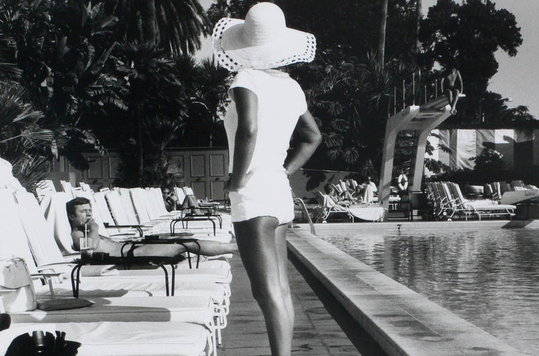 Woman by the Pool - Beverly Hills Hotel, California U.S.A – Anthony Friedkin - Contemporary Photograph by Anthony Friedkin
