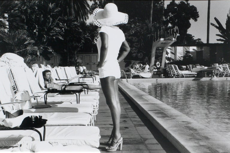 Woman by the Pool - Beverly Hills Hotel, California U.S.A – Anthony Friedkin - Photograph by Anthony Friedkin