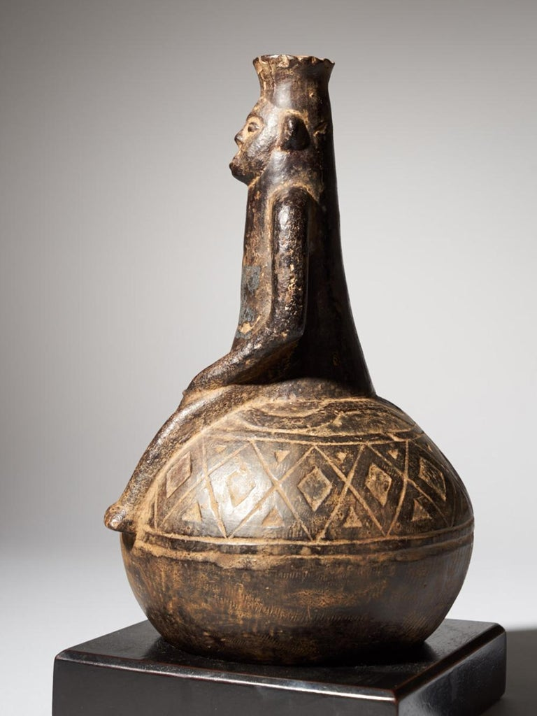 Congolese Anthromorphic Figural Vessel in Blackened Terracotta For Sale