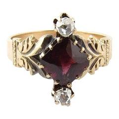 Antique 10 Karat Yellow Gold Garnet and Rose Cut Diamond Ring