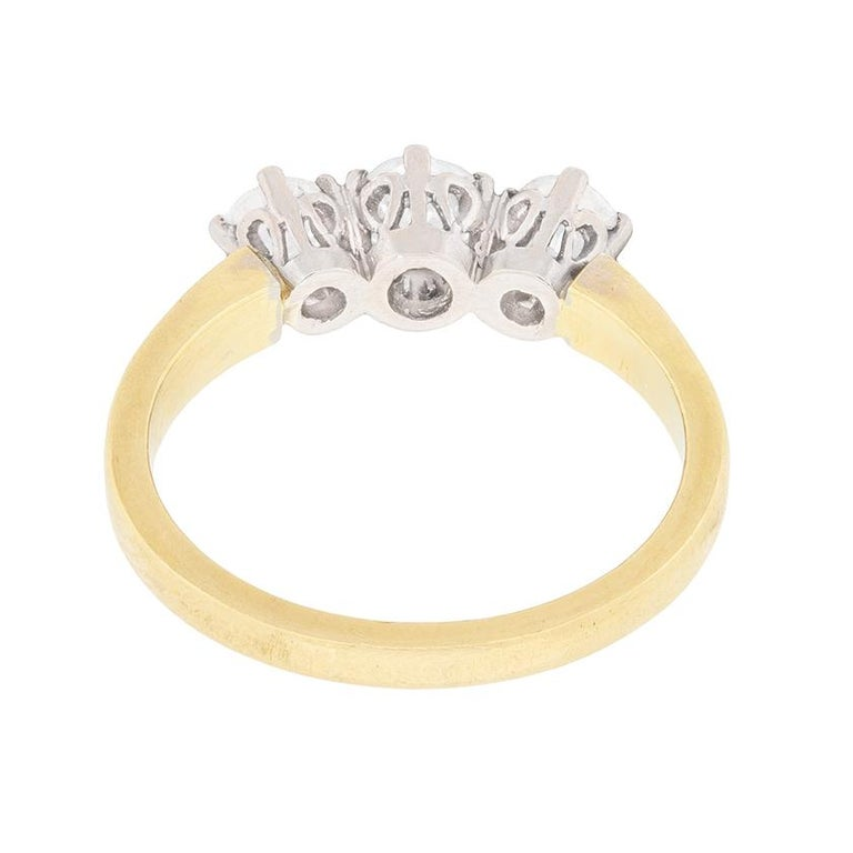 Antique 1.00 Carat Three-Stone Old Cut Diamond Ring, circa 1920s In Excellent Condition For Sale In London, GB