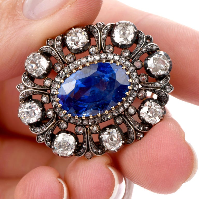 Antique 10.41 Carat Ceylon Natural Sapphire Flor De Lis Halo 18 Karat Brooch Pin In Excellent Condition For Sale In Miami, FL