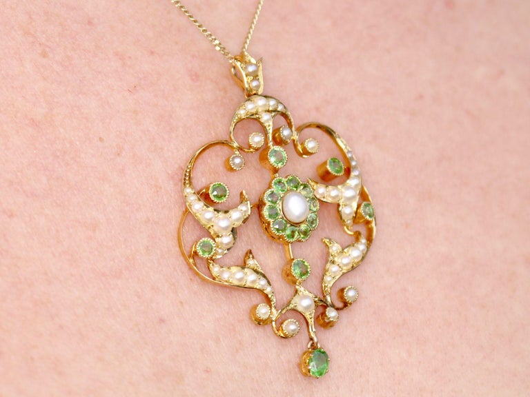 Antique 1.19 Carat Demantoid Garnet and Seed Pearl Yellow Gold Pendant Brooch For Sale 6