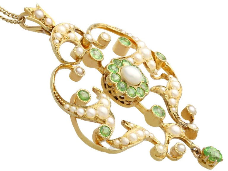 Antique 1.19 Carat Demantoid Garnet and Seed Pearl Yellow Gold Pendant Brooch In Excellent Condition For Sale In Jesmond, Newcastle Upon Tyne