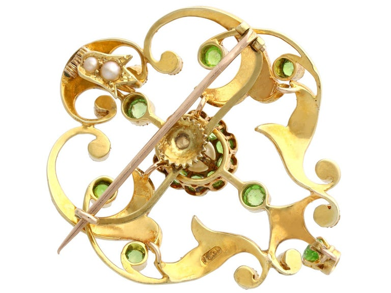 Antique 1.19 Carat Demantoid Garnet and Seed Pearl Yellow Gold Pendant Brooch For Sale 1