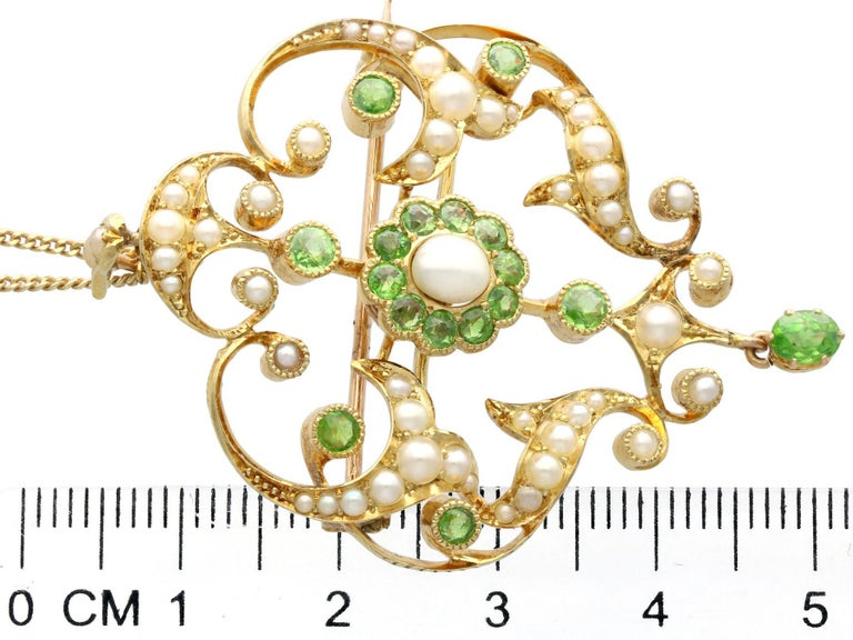 Antique 1.19 Carat Demantoid Garnet and Seed Pearl Yellow Gold Pendant Brooch For Sale 3