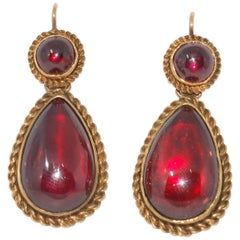 Antique 15 Karat Gold Rope Edged Cabochon Garnet Pendant Earrings, circa 1875