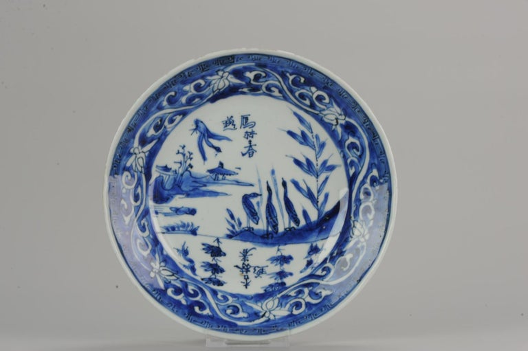 A very nicely decorated plate. With a very nice scene of several ducks in a landscape. Also calligraphy in the scene. 16-8-19-1-11 Condition Overall condition; Minimal rimfritting. Size: 215 x 35mm. Period 17th century transitional (1620-1661).