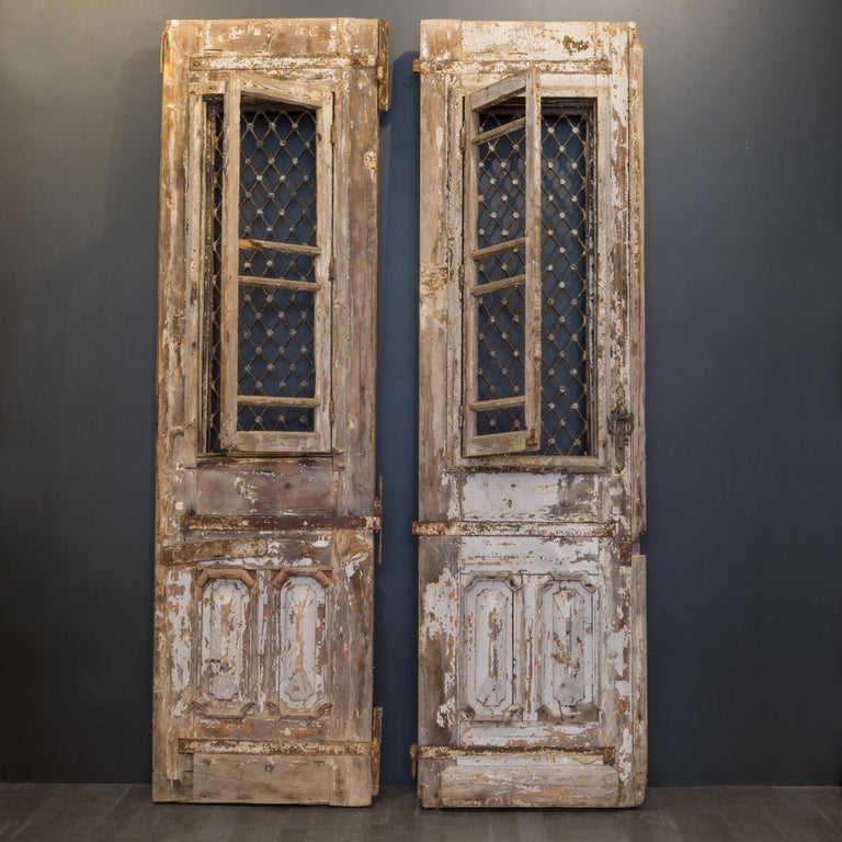 Antique 17th Century Wood and Bronze Italian Doors, circa 1600s For Sale 8