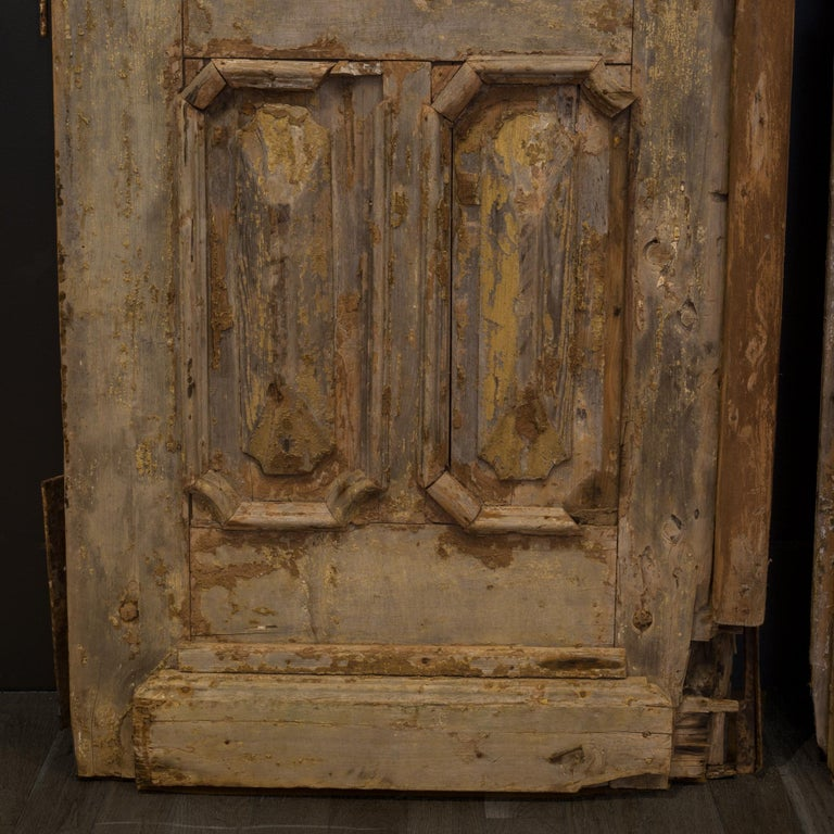 Antique 17th Century Wood and Bronze Italian Doors, circa 1600s For Sale 3