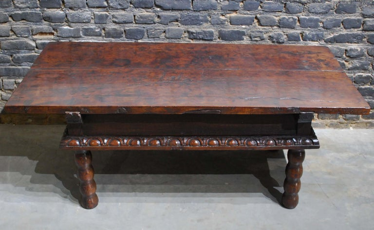 Antique 17th Century Baroque Spanish Walnut Coffee Table with Two Drawers For Sale 8