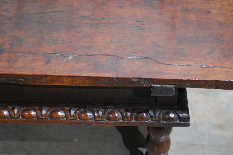 Antique 17th Century Baroque Spanish Walnut Coffee Table with Two Drawers For Sale 9