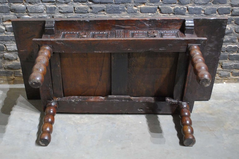 Antique 17th Century Baroque Spanish Walnut Coffee Table with Two Drawers For Sale 10