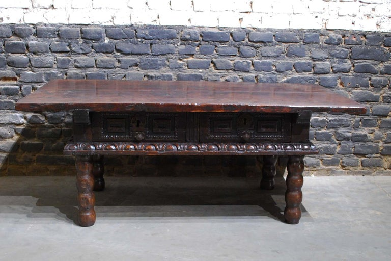 Antique 17th Century Baroque Spanish Walnut Coffee Table with Two Drawers In Good Condition For Sale In Casteren, NL