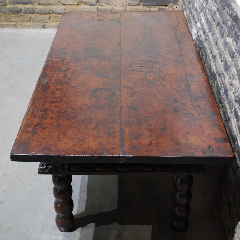 Antique 17th Century Baroque Spanish Walnut Coffee Table with Two Drawers For Sale 1