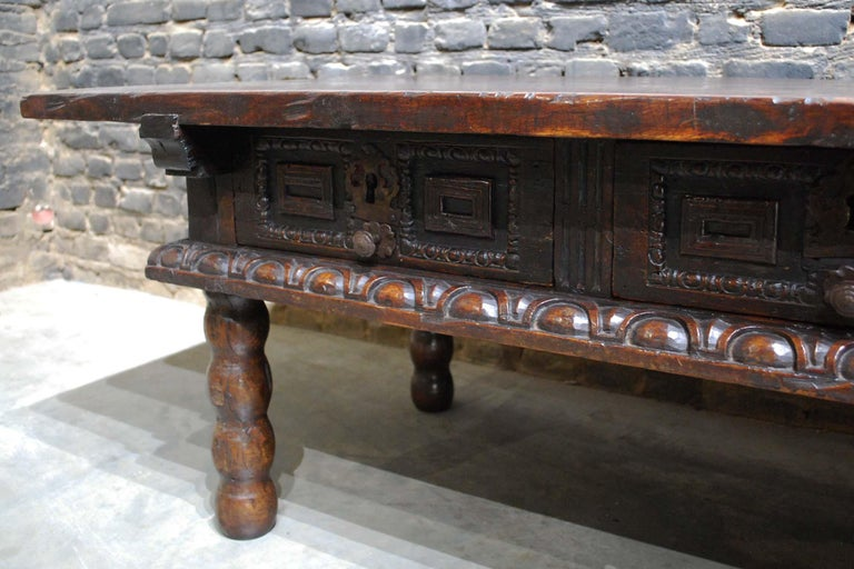 Antique 17th Century Baroque Spanish Walnut Coffee Table with Two Drawers For Sale 2
