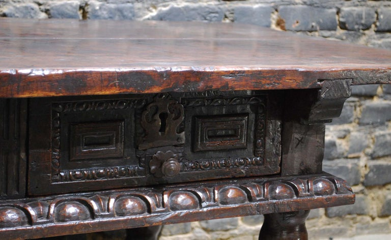 Antique 17th Century Baroque Spanish Walnut Coffee Table with Two Drawers For Sale 3