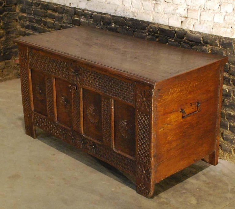 Antique 17th Century Carved Oak Dutch Renaissance Maids Chest In Good Condition For Sale In Casteren, NL